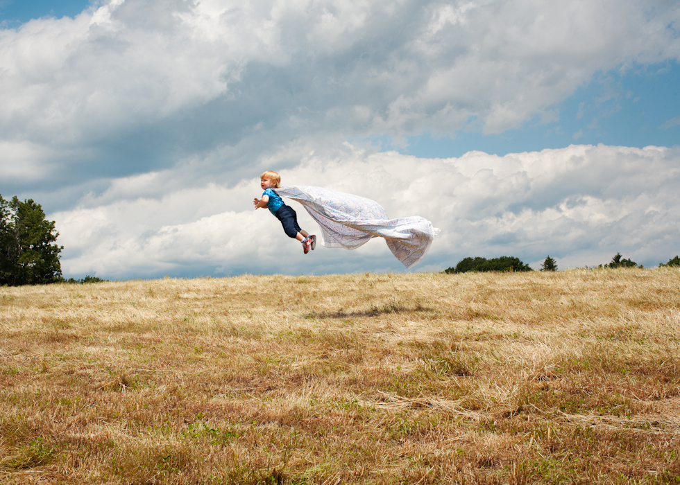 Time Magazine International Picture Editor Patrick Witty joins author and photographer Rachel Hulin in a conversation about Flying Henry, her imaginative photographic children's book.