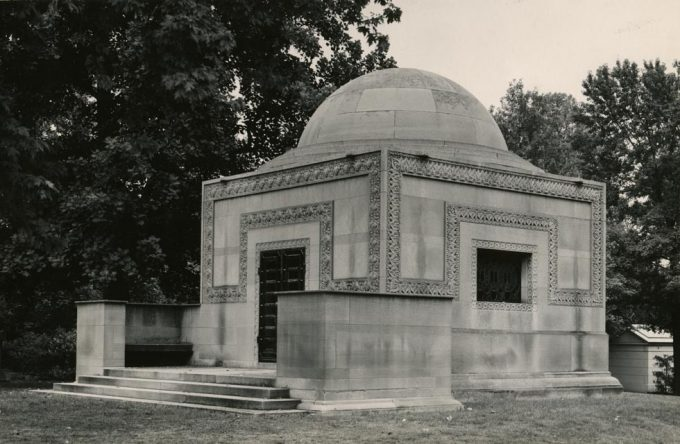 Aaron Siskind, Tomb