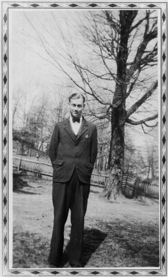 Untitled (Man in suit), Mike Disfarmer